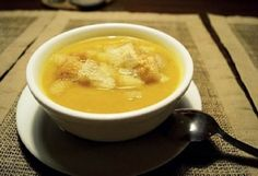 This healing soup will rid you of the flu, colds, ear infections and numerous other health problems.Instead of destroying your body with antibiotics, first try to prepare this healing soup. Soup Recipes, Cooking Recipes, Healthy Recipes, Healthy Food, Healing Soup, Garlic Soup, Garlic Bread, Schaum, Soup And Salad
