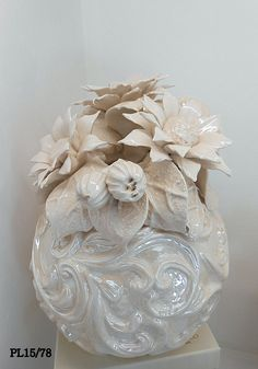 I nostri prodotti in Porcellana e ceramica, sono interamente realizzati a mano e personalizzabili a richiesta del cliente, rendendoli in questo modo pezzi unici.
