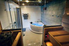 Sauna and jacuzzi, suite