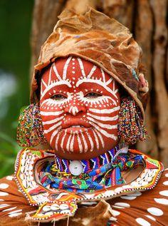 Africa | Kikuyu woman.  Kenya | ©Anna Omelchenko. BelAfrique your personal travel planner - www.BelAfrique.com