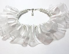 Amazing dog collar with white satin and white organza ribbon and white pearls. The perfect puppy collar for your wedding.