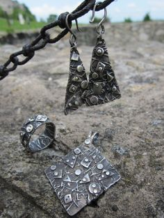 Silver original set consisting of pendant / earrings / ring.  The components set is decorated with interwoven silver wire and fine polished, geometric shapes.    - Jewelry governed patina and finally polished surface