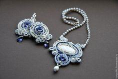 Купить ЦАРСКАЯ ОСОБА-сутажный комплект (колье, серьги, браслет) - серебряный, сутажный комплект