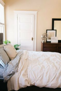 Nice look with white duvet with some texture coupled with dark woods.