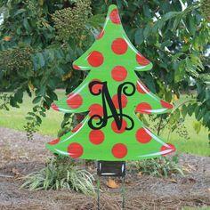 Wooden Christmas Yard Decorations, Christmas Yard Art, Christmas Tree Painting, Christmas Wood, Christmas Projects, Grinch Christmas Lights, Grinch Yard Decorations, Whoville Christmas, Modern Christmas