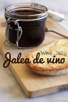 Delicious way to enjoy wine is with a Homemade Wine Jelly, you can use any kind of wine for this jellies. Wine Jelly, Jam And Jelly, Jam Recipes, Sweet Recipes, Cooking Recipes, Wine Recipes, Sauce Au Poivre, Chilean Recipes, Chilean Food