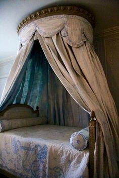 lesliaisonsdemarieantoinette:  LES LIAISONS DE MARIE ANTOINETTE | Bed within the bathroom of Marie Antoinette in Versailles | Françoise Guerrier, Mon Versailles