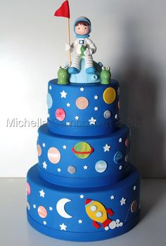 Creative Cake Decorating For A Kid's Birthday Adult Birthday Cakes, Birthday Cupcakes, Birthday Ideas, Creative Cake Decorating, Creative Cakes, Solar System Cake, Robot Cake, Planet Cake, Galaxy Cake