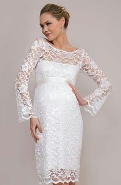 Not all dresses need to be long and sleeveless. The opposite is just as beautiful.