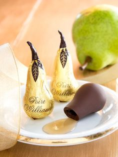 Our chocolate pear liqueur gift box features five dark chocolate pears filled with Pear William brandy. This gift box with chocolate pear liqueurs is made by Abtey, one of France's finest chocolatiers. Chocolate Gift Boxes, Chocolate Liquor, Chocolate Filling, Decadent Chocolate, Homemade Chocolate, Melting Chocolate, Chocolate Candies, Candy Recipes, Sweet Recipes