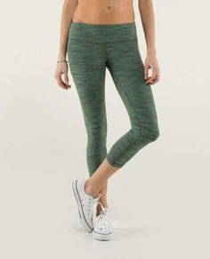 e1c88aeaa77759 Wunder Under Crop savasana camo 20cm fatigue green We are from Space sz 8