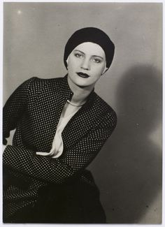 Man Ray -Lee Miller  chapeau cloche et chemisier à Pois, 1930 © Man Ray Trust