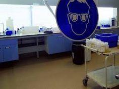 Laboratoriumvloeren kunnen overgeschilderd worden met een betonverf. Hierdoor krijgt een slijtvaste toplaag die tegen een stootje kan.