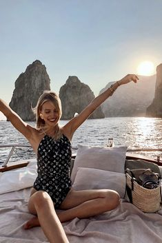 Leonie Hanne - Couldn't be any happier than spending my birthday in Italy, catching the sunset on a boat after exploring Capri. I can't thank you enough for always being the true Bday terminator, and for organizing the best su Summer Pictures, Beach Pictures, Capri Italia, Foto Canon, Ohh Couture, Beauté Blonde, Leonie Hanne, Beach Poses, Summer Feeling