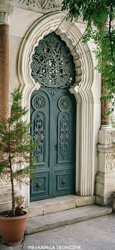 door in Istanbul, Turkey by Semih Emiroğlu on 500px