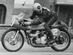 geoff duke racing a gilera in 1957 Motorcycle Racers, Racing Motorcycles, Motorcycle Style, Vintage Motorcycles, Classic Motorcycle, British Motorcycles, Biker Style, Marc Marquez, Cairns