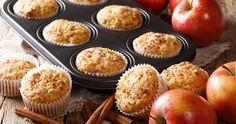A fahéjtól illatos tésztájú muffin igazi megúszós recept, a finomság hozzávalóit csak egybe kell keverni, formába adagolni és készre sütni. Apple Oatmeal Muffins, Applesauce Muffins, Apple Cinnamon Muffins, Cinnamon Apples, Chips Au Four, Weight Watchers Muffins, Peanut Butter Chips, Baked Chips, Muffin Recipes
