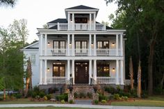Charleston style house... my favorite.