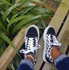 Sneaker-Inspiration – hier findest du, was du suchst Vans Old Skool Checkerboard // mega coole Sock Shoes, Cute Shoes, Me Too Shoes, Shoe Boots, Shoes Sandals, Funny Shoes, Awesome Shoes, Flat Shoes, Leather Sandals