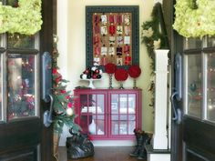 Holiday Entryway Ideas>>  http://www.hgtv.com/decorating-basics/holiday-entryway-ideas/pictures/index.html?soc=pinterest