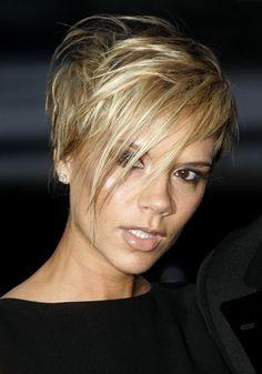 Les cheveux courts blond platine de Victoria Beckham en 2007 !