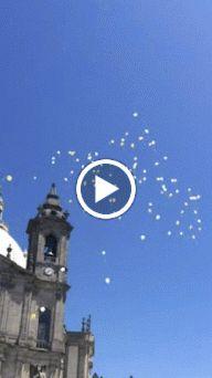 largada de balões à saída da Igreja