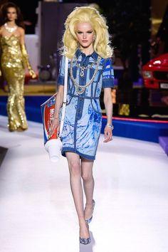 dea226e15a Moschino Fall 2019 Ready-To-Wear Collection Review. Italian FashionFashion  Show ...