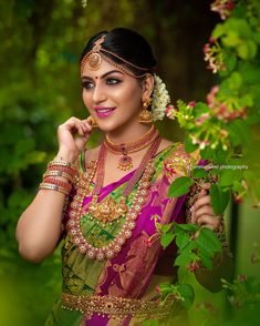 Yashika Anands latest hot photos from Zombie Tamil Movie Press Meet. She looks stunning in saree and south indian jewels. Kerala Bride, Hindu Bride, South Indian Bride, Indian Wedding Couple Photography, Bridal Photography, Photography Poses, Wedding Silk Saree, Tamil Wedding, Wedding Bride