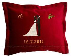 Svatební polštářek - dárek pro snoubence s datem svatby.  Hodí se drahé polovičce, která zapomíná na výročí :) My Love, My Boo