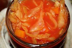 """<p>Kapusta w sosie pomidorowym na zimę """"Oszukany Gołąbek"""" Ta kapusta świetnie się przechowuje ,a do tego, jak jesteśmy zabiegani, można z niej zrobić błyskawiczny obiad . Na przykład """"Oszukane Gołąbki"""" , czyli surowe ,mielone klopsy zalewamy kapustą ze słoika i dusimy 20 minut ,po czym mamy danie które w smaku …</p>"""