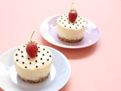 WHITE CHOCOLATE CHEESECAKE WITH GINGER AND COCONUT
