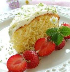 Almond cake with a taste of coconut Almond Cakes, Cornbread, Vanilla Cake, Coconut, Gluten, Pudding, Favorite Recipes, Sweets, Sugar