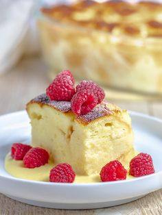 Bread Pudding with Vanilla Sauce Indulge yourself with the BEST custard bread pudding you'll ever have! This rich and decadent custard bread pudding will make you think you've died and gone to heaven. Apple Recipes, Sweet Recipes, Baking Recipes, Bread Recipes, Köstliche Desserts, Delicious Desserts, Dessert Recipes, Custard Bread Pudding, Bread Puddings