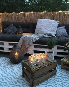 Plaid Diamond mit Rautenmuster Turn on the lights! On this wonderful balcony, atmospheric fairy lights and cozy textiles, such as the Plaid Diamond, create a … Apartment Balcony Decorating, Apartment Balconies, Cozy Apartment, Balcony Furniture, Diy Outdoor Furniture, Pallet Furniture, Home Living, Living Spaces, Living Room