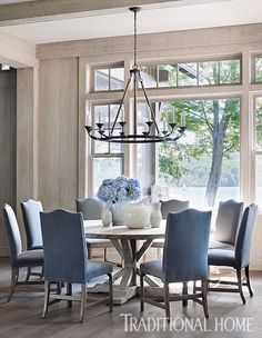 68 Awesome French Country Dining Room Table Decor Ideas - Page 30 of 70 Dining Room Table Decor, Elegant Dining Room, Beautiful Dining Rooms, Dining Room Design, Dining Room Furniture, Dining Room Sets, Formal Dining Rooms, Blue Dining Rooms, Coastal Dining Rooms