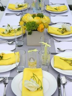 54 Ideas Baby Shower Decorations Yellow Table Settings For 2019 Yellow Table, Grey Table, Unique Wedding Colors, Wedding Themes, Wedding Poses, Wedding Details, Wedding Ideas, Decoration Evenementielle, Table Decorations