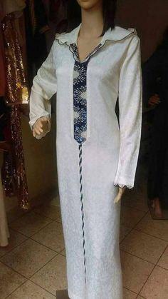 تعليم فنون الخياطة والأشغال اليدوية كخياطة الراندة Abed Mahfouz, Dating Coach, Embroidery Fashion, Punjabi Suits, Kaftan, Cold Shoulder Dress, Womens Fashion, Color, Tops
