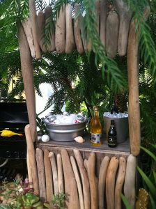 A Miniature Tiki Bar for the Miniature Garden. Backyard Bar, Balcony Design, Diy Planters, Fairy Houses, Small World, Beautiful Gardens, Tiki Decor, Tiki Bars, Fairy Gardening