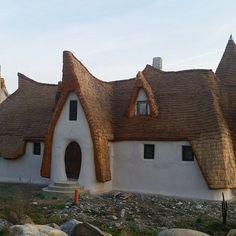 Castelul de lut Valea Zânelor, locul de poveste din Transilvania Romania, Cabin, The Originals, House Styles, Design, Home Decor, Geography, Decoration Home, Room Decor