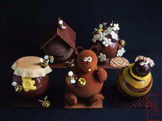 La prairie : chocolat au lait et fleurs en chocolat. L'abeille : chocolat noir. La ruche : chocolat au lait et chocolat noir. Le pot de miel : chocolat au lait. L'ours : chocolat au lait. A partir de 37 €. Nicolas Bernardé, Tea Time, Easter, Restaurant, Christmas Ornaments, Montage, Holiday Decor, Food, Products