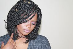 All styles of box braids to sublimate her hair afro On long box braids, everything is allowed! For fans of all kinds of buns, Afro braids in XXL bun bun work as well as the low glamorous bun Zoe Kravitz. Bob Box Braids Styles, Bob Braids, Blonde Box Braids, Box Braids Styling, Black Girl Braids, Braid Styles, Long Hair Styles, Short Box Braids Bob, Box Braids Hairstyles