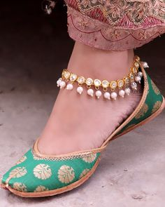 57 Trendy Ideas For Wedding Shoes Boho Heels Outfit Indian Shoes, Indian Anklets, Silver Payal, Boho Heels, Anklet Designs, Bridal Sandals, Ankle Chain, Heels Outfits, Beaded Anklets