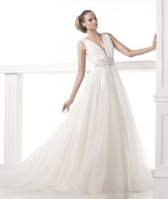Pronovias wedding dresses 2015 collection creates aneffortlessly beautiful look with intricate embroidery details, sexy open-back designs, and feminine silhouettes. Take a look and happy pinning!
