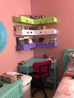 bedroom ideas on the go Small Room Bedroom, Baby Bedroom, Home Decor Bedroom, Girls Bedroom, Bedroom Ideas, Bedrooms, Living Room Storage, Bedroom Storage, Corner Bookshelves