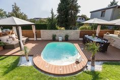 Discover the range of pool sizes that we have to offer you: they vary from to in length. Choose a pool that's customised to suit your desires. Small Backyard Pools, Backyard Patio Designs, Small Pools, Swimming Pools Backyard, Pool Landscaping, Swimming Pool Size, Swimming Pool Pictures, Swimming Pool Designs, Kleiner Pool Design