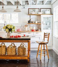 Keltainen talo rannalla: Rustiikkista, vintagea ja keittiöideoita