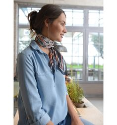 love the soft drape of the shirt & the not so bulky scarf that has been so popular - this one is not so overwhelming Silk Neck Scarf, Summer Scarves, How To Wear Scarves, Work Looks, Lookbook, Neck Scarves, Scarf Styles, Fashion Outfits, Womens Fashion