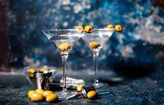 Vodka martini with olive garnish Vodka Martini, Vodka Shots, Vodka Cocktails, Vodka Tonic, Gin Recipes, Alcholic Drinks, Vodka Sauce, Oven Cooking, Serving Dishes
