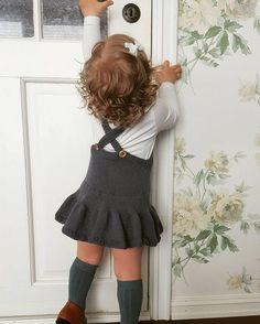 trendy ideas for baby dress crochet english Knit Baby Dress, Knitted Baby Clothes, Crochet Clothes, Baby Girl Patterns, Baby Knitting Patterns, Crochet Patterns, Crochet Girls, Crochet Baby, Baby Boy Suspenders