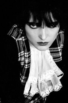Siouxsie Sioux love her Siouxsie Sioux, Siouxsie & The Banshees, Goth Subculture, Goth Music, Women In Music, Ice Queen, Post Punk, Music Icon, My Favorite Music